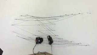 رباتی که با فیبر کربنی سازه های مختلف روی دیوار می بافد [تماشا کنید]