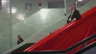 قرار دادن سرسره به جای پله برقی در مترو