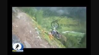 صحنه دلخراش از سقوط آزاد با دوچرخه در گوهستان