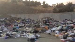 تخلیه زباله های مریوان در وروی شهر+فیلم/بی تدبیری شهرداری در دپوی زباله ها