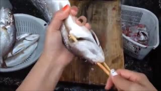 ترفند تمیز کردن ماهی با 3 حرکت !