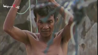 سکانسی از سیاره انسانها ماهیگیری به قیمت جان در آبهای خروشان