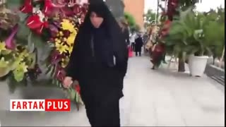 گلهایی که برای افتتاحیه یک اتوگالری پیادهرو را بند آوردند