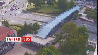 عبور ناموفق کامیون از زیر پل حادثه ساز ش