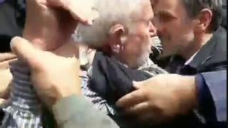 ابراز محبت مردم به دکتر احمدی نژاد در حاشیه راهپیمایی روز قدس